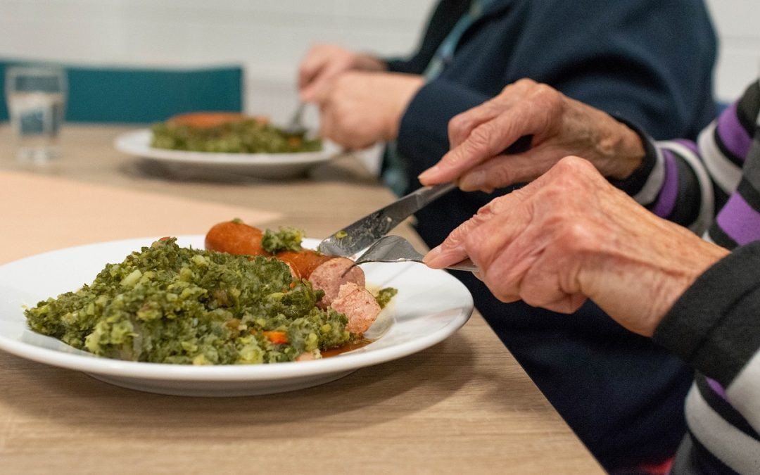 Social Eating Habits Can Boost Seniors Nutrition